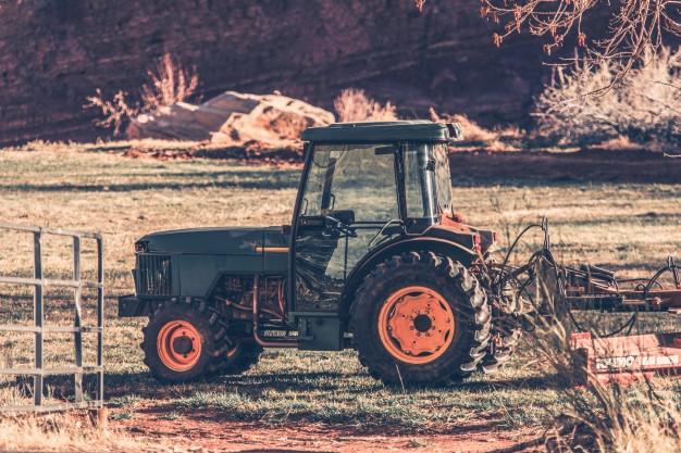 Vrtni traktor Husqvarna ima dostopno ceno