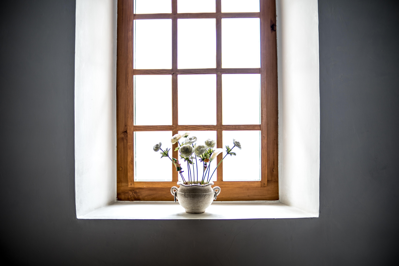 Mlečno steklo za izdelavo predelnih sten