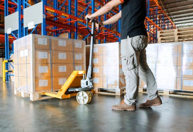 Svet skladiščne mehanizacije za prelaganje palet in drugega tovora