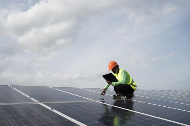 Kaj sodi v solarni komplet?