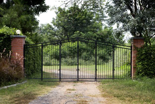 Drsna dvoriščna vrata so izjemno praktična in funkcionalna