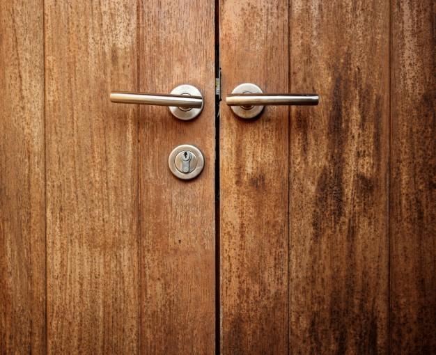 Vhodna vrata lesena so najpogostejša izbira naročnikov