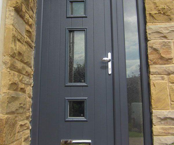 PVC vhodna vrata so odlična izbira za številne vrste objektov